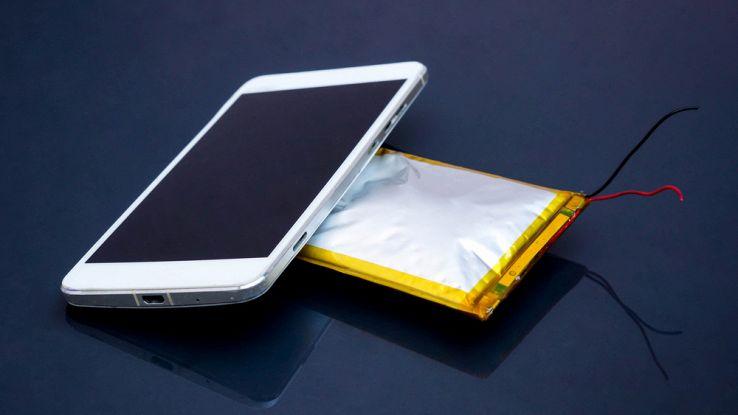 La batteria ecologica: costa poco e va a anidride carbonica