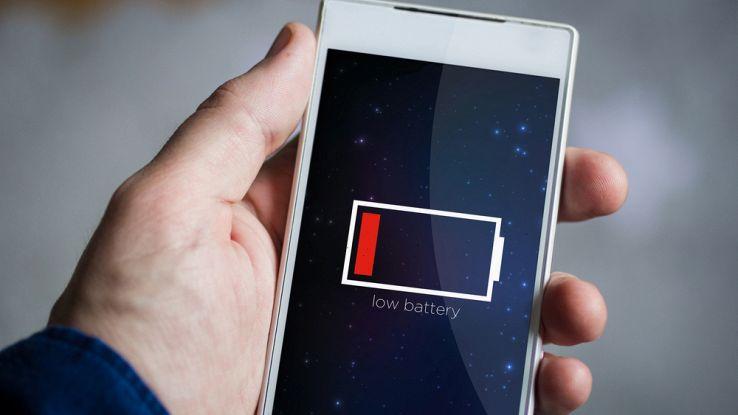Il segno di batteria scarica su un telefono