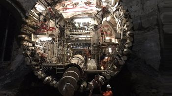 Tunnel sotterraneo per auto: Elon Musk inizia a bucare Los Angeles