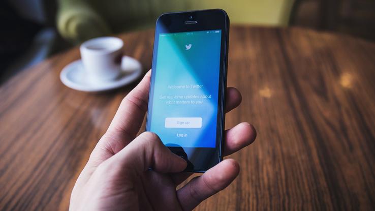 Twitter dichiara guerra alle notizie false e agli account fasulli