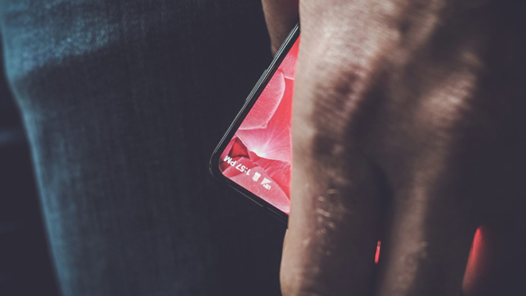 Essential, l'anti-iPhone del papà di Android arriva il 30 maggio