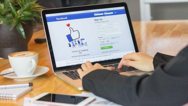 Facebook, l'algoritmo che aiuta le persone a rischio suicidio