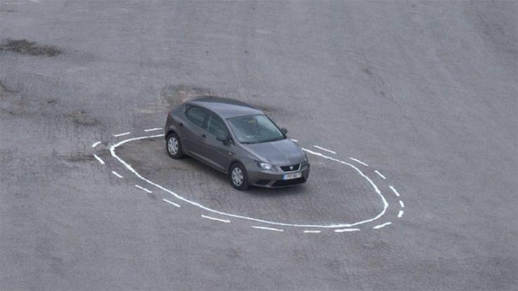 Auto a guida autonoma, basta un cerchio bianco per bloccarle. Video