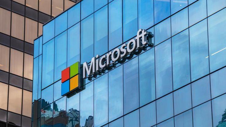 Microsoft brevetta l'ibrido smartphone-tablet che si piega a metà