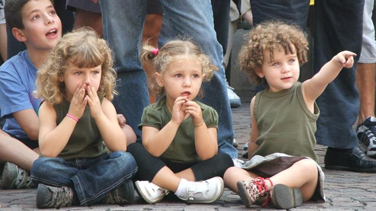 Bambini sui social network, queste sono le foto da non pubblicare mai