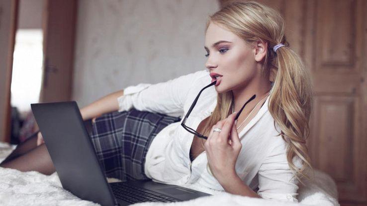 Come scoprire se nelle chat erotiche usano la tua foto di Facebook