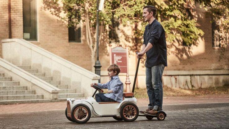 Il passeggino elettrico da 3000 dollari che insegna a guidare