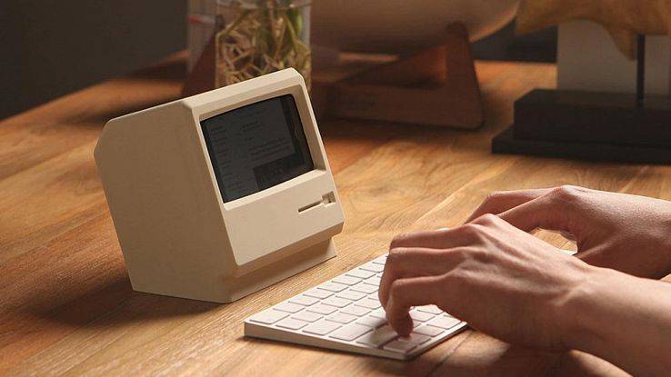 Elago M4, la cover che trasforma l'iPhone 7 in un vecchio Macintosh