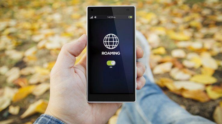 Fine del roaming per i telefonini, arriva il rinvio di un anno