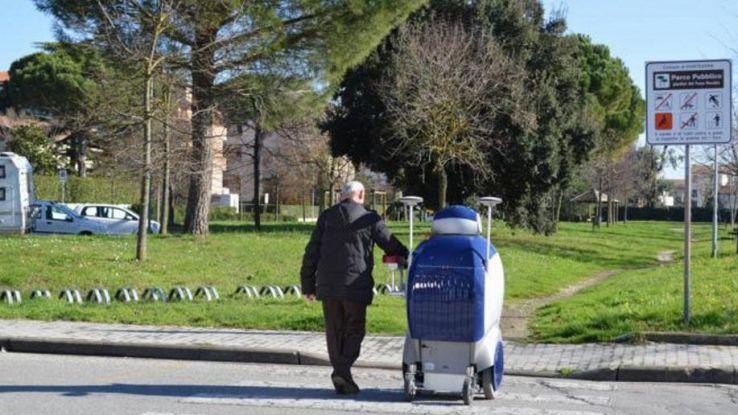 """La carica dei """"robot badanti"""" che si prendono cura degli anziani"""
