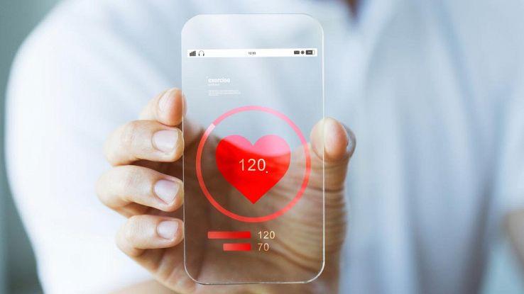 Un cuore al centro di uno smartphone