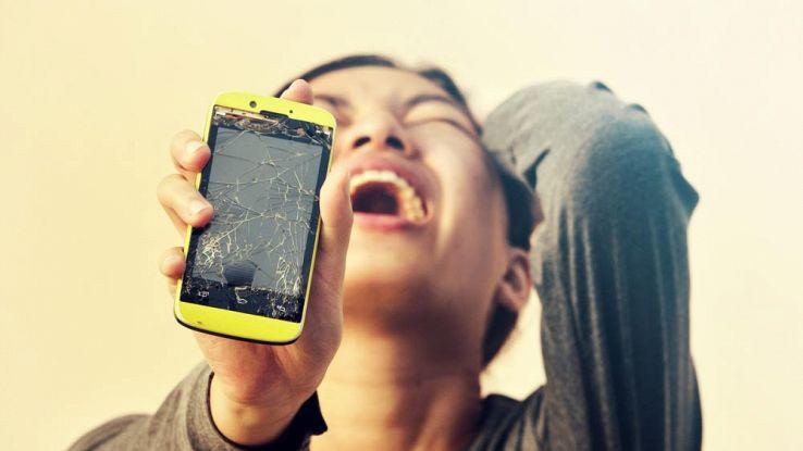 Smartphone, inventato lo schermo che si ripara da solo