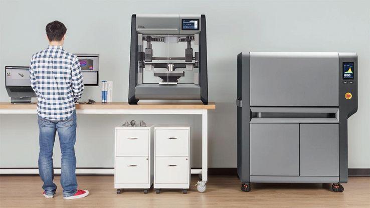 La stampante 3D che utilizza acciaio, bronzo e titanio