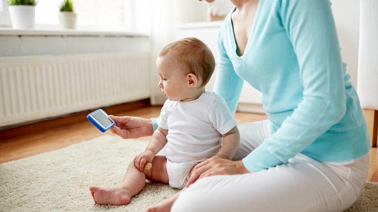 Stop ai tablet per i neonati: a rischio lo sviluppo cognitivo