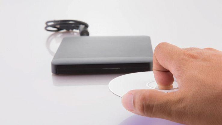 Come copiare i tuoi vecchi CD e DVD su hard disk