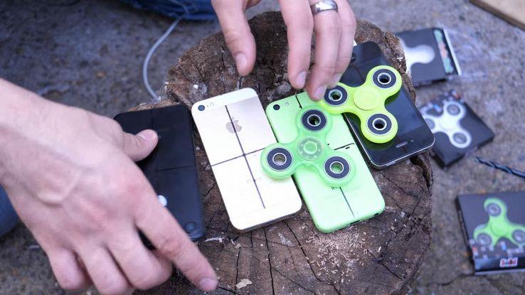 IPhone 7, il mod è estremo: trasformato in Fidget Spinner