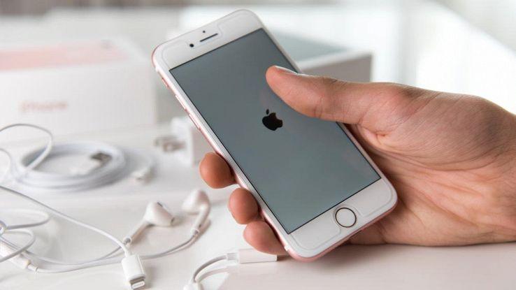 Apple, nuovi brevetti fanno luce su come sarà l'iPhone 8