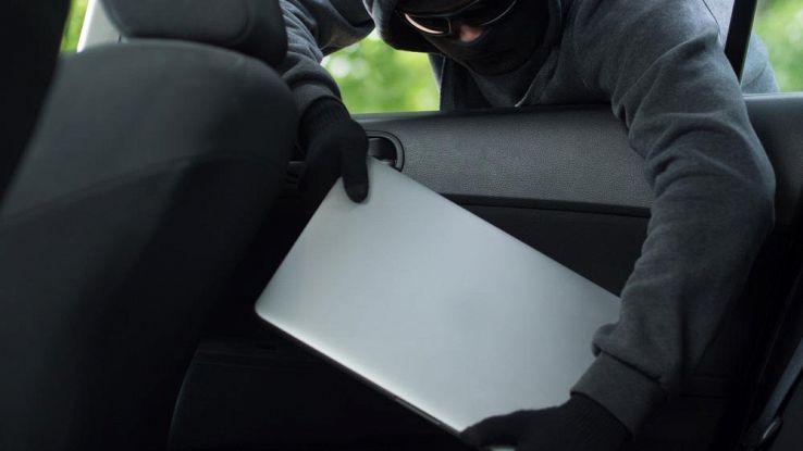 Smartphone e computer rubati, come salvare il salvabile