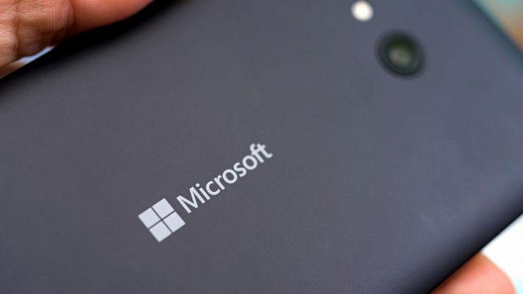 Microsoft, nuovi brevetti fanno luce su smartphone pieghevole
