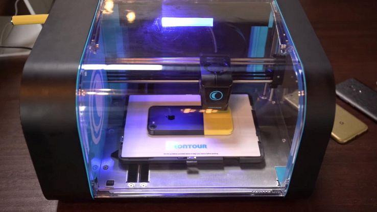 Contour, la stampante 3D che crea cover per tutti gli smartphone