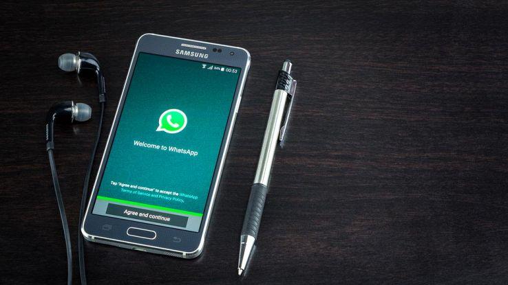 Messaggio truffa su WhatsApp, cosa si rischia