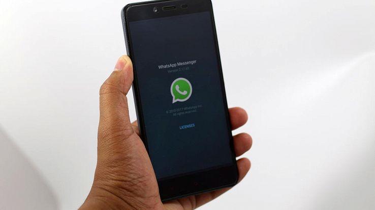WhatsApp, in arrivo gli sticker di Facebook Messenger