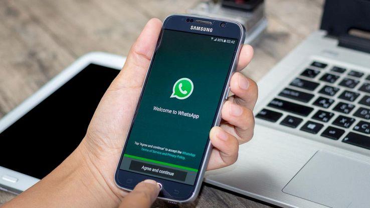 WhatsApp, attenzione alla truffa dei nuovi colori