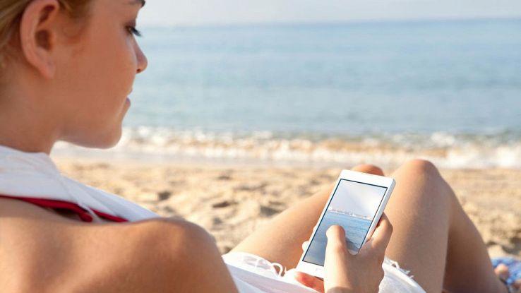 Mare e vacanze, 8 app da usare sotto l'ombrellone