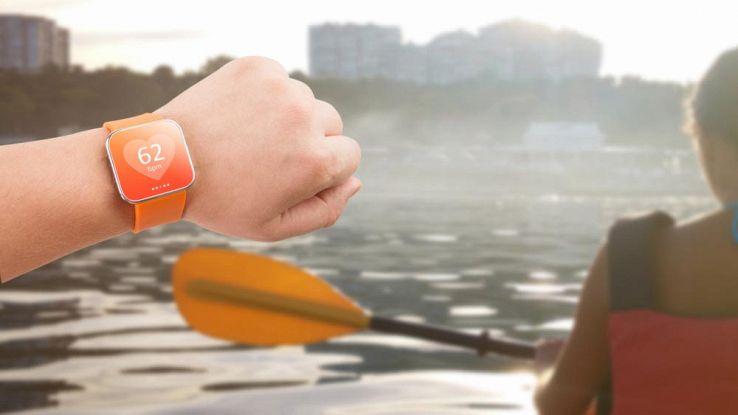 Come scegliere un braccialetto fitness per il mare o la piscina