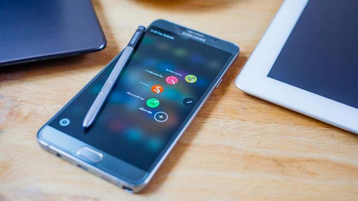 Galaxy Note 8, Samsung vuole rubare la scena all'Phone 8