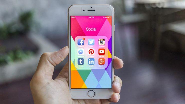 6 modi in cui il tuo iPhone ti controlla, giorno per giorno