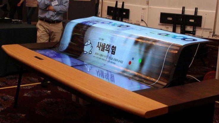 LG presenta un incredibile mega schermo tv flessibile e trasparente