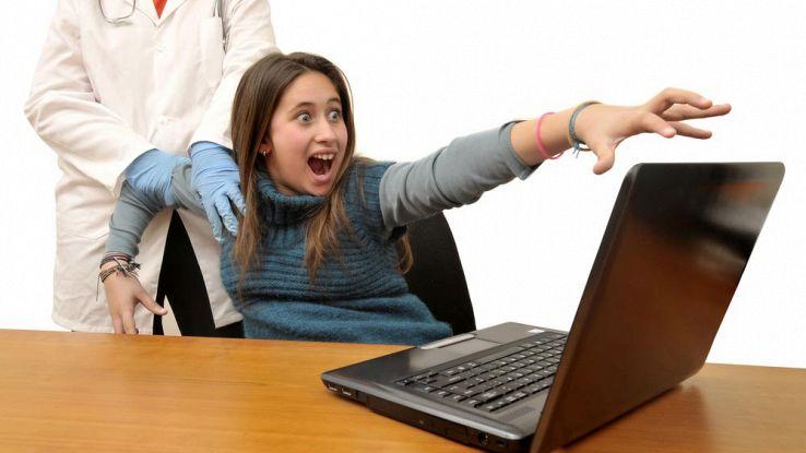Navigare troppo online peggiora la salute, lo dice la scienza