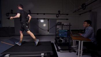 I pantaloncini robotici che ti fanno correre più velocemente