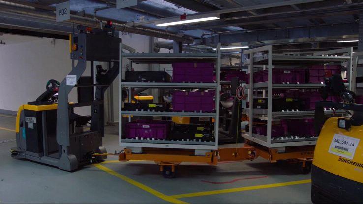 BMW, trenini a guida autonoma all'interno delle fabbriche