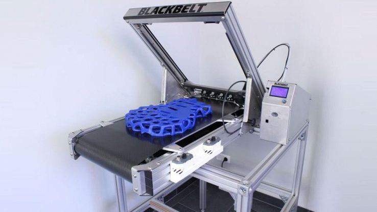Blackbelt, la stampante 3D con nastro trasportatore