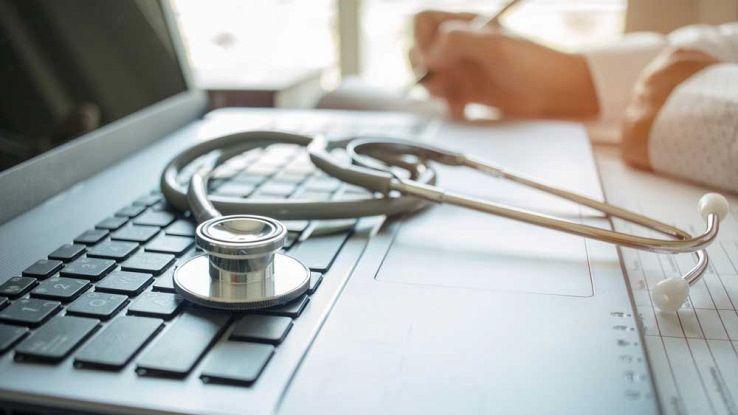 Dottore con un computer