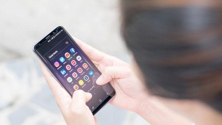 """Samsung prepara il Galaxy S8 mini: schermo da 5,3"""" e lettore d'iride"""