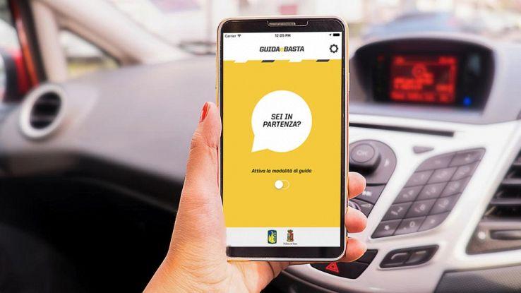 5 modi per usare il cellulare in modo sicuro mentre si guida