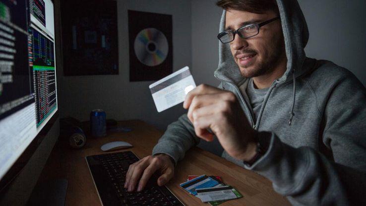 Carta PostePay Evolution, occhio alla truffa web. Come difendersi