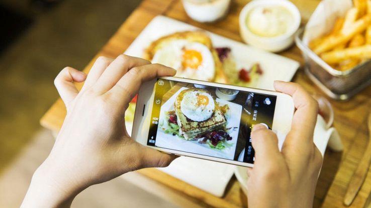 Instagram rivoluziona anche i ristoranti: più colorati e fotogenici