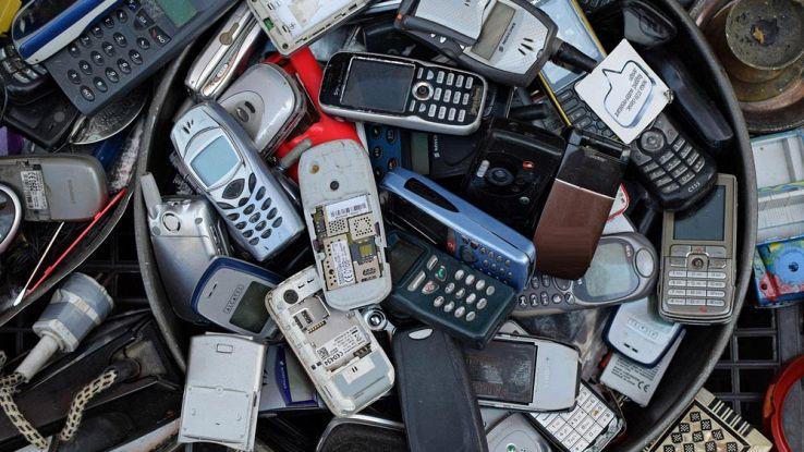Cosa faccio del vecchio smartphone? Come smaltire la tecnologia