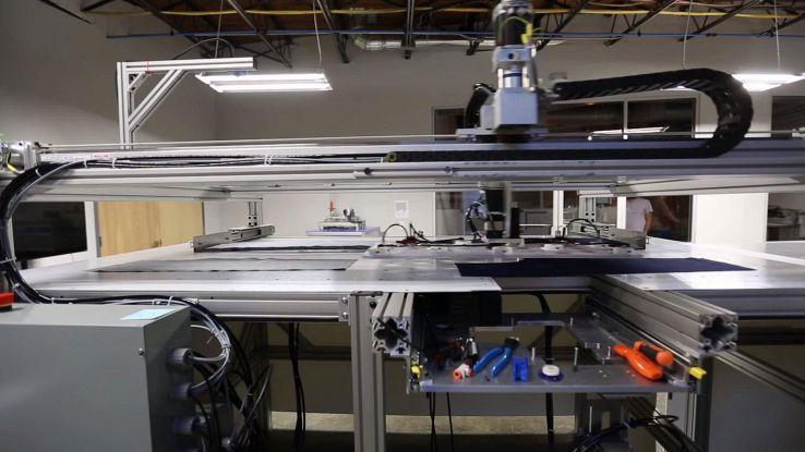SewBot, il robot che cuce 800mila magliette al giorno