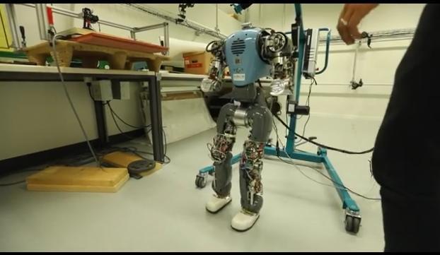Robot camminano come l'uomo