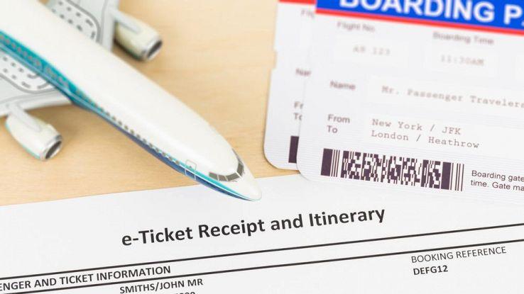 Chiavi e biglietti aerei: attenzione a quello che postate sui social