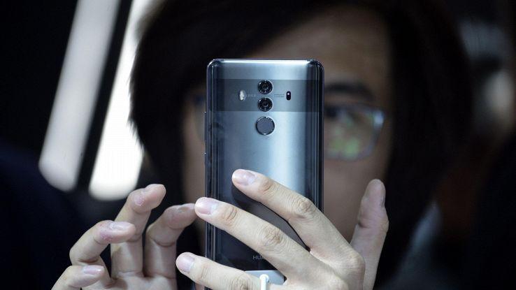 Huawei scommette su telefono pieghevole