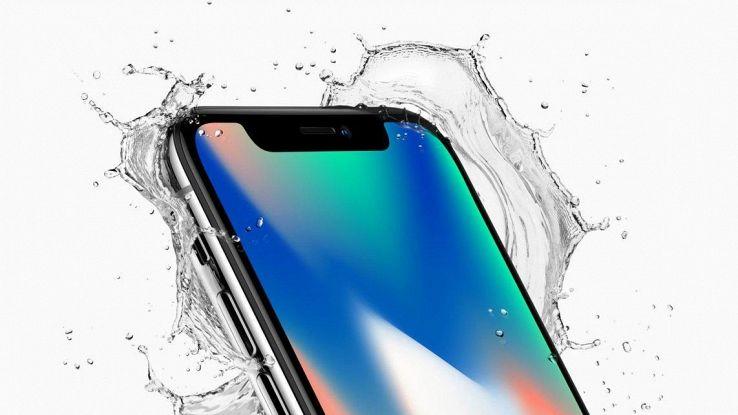 IPhone X si avvicina, aumenta produzione
