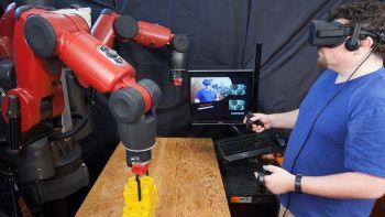 Baxter, il robot del MIT che si controlla con un visore VR