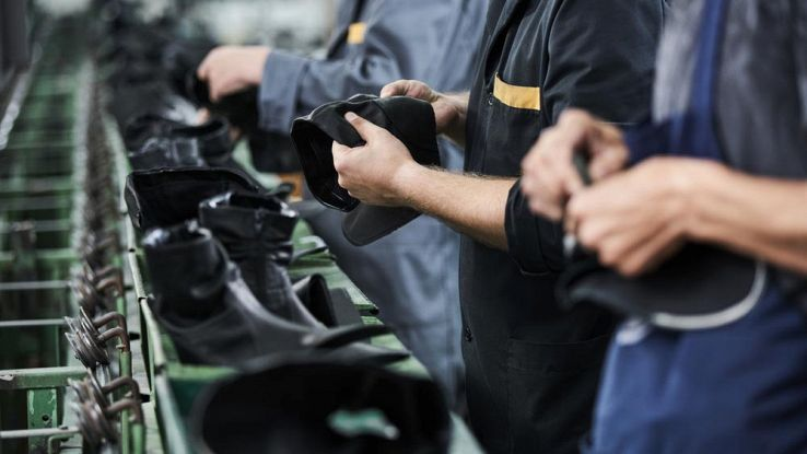 Robot e dati in soccorso dell'industria delle scarpe