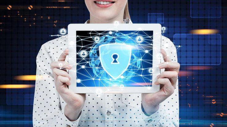 un tablet con l'icona di un lucchetto di sicurezza